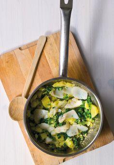 Roupa velha de bacalhau Um prato tradicionalmente confeccionado no dia de Natal, preparado com alguns ingredientes da noite de consoada.