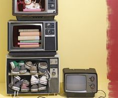 retro TVs turned into storage #tv #retro #shelves #storage #upcycle