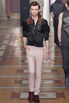 Lucas Ossendrijver and Alber Elbaz presented their Spring/Summer 2015 collection for Lanvin during Paris Fashion Week. Mens Fashion Week, Unisex Fashion, Men's Fashion, Paris Fashion, Fashion Menswear, Runway Fashion, Men's Collection, Summer Collection, Spring Summer 2015