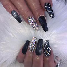 newest coffin nails designs in short coffin nails; a … – Acyrlic Nails Glam Nails, Fancy Nails, Trendy Nails, Cute Nails, Beauty Nails, Hair Beauty, Ongles Bling Bling, Bling Nails, Gold Stiletto Nails