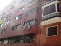 Oficina de 161 m en el barrio de Almagro. El inmueble se encuentra en un edificio con ascensor situado al lado de la parada de metro de Gregorio Marañon.