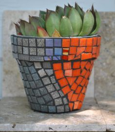 Accessories: Dark To Red Mosaic Plant Pots Design Ideas For Tropical Plant Pot, mosaic pot at pond, indoor mosaic vase ~ coolhousez - Inspiring Home Interior And Exterior Design Ideas Mosaic Planters, Mosaic Garden Art, Mosaic Vase, Mosaic Flower Pots, Mosaic Diy, Glass Mosaic Tiles, Mosaic Bottles, Pebble Mosaic, Mosaic Ideas