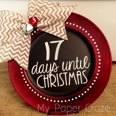 My Paper Craze Chalkboard Charger Inspiration & Christmas Countdown (a Silhouette project) - Chalkboard Sign Christmas Vinyl, Christmas Chalkboard, Christmas Plates, Christmas Signs, Christmas Projects, Holiday Crafts, Christmas Holidays, Christmas Decorations, Christmas Ornaments