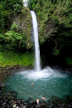 La Fortuna Waterfall - Located just 6 km outside the town of La Fortuna, this stunning #waterfall provides visitors with a wonderful place to swim and relax. #CostaRica #adventure