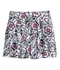 Breezy pleated shorts with high waist, side pockets, and pastel floral print. | H&M Pastels