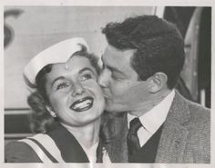 Eddie Fisher and Debbie Reynolds - FamousFix Hollywood Couples, Hollywood Icons, Vintage Hollywood, Hollywood Stars, Todd Fisher, Eddie Fisher, Carrie Fisher, The Unsinkable Molly Brown, Debbie Reynolds