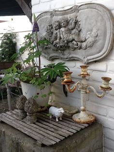 🌟Tante S!fr@ loves this📌🌟Concrete art above garden table which could be an old well, with lupine plant, candle holder, pineapples, sheep. Shabby Chic Patio, Summer Porch, The Door Is Open, Garden Art, Garden Table, Concrete Art, Greenhouse Gardening, Garden Ornaments, Architectural Salvage