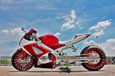 Fat Tire Suzuki GSXR Motorcycle - Great in straight line, I'm told. Custom Street Bikes, Custom Sport Bikes, Custom Motorcycles, Suzuki Motorcycle, Motorcycle Design, Fast Go Karts, Moto Ninja, Chevy Caprice Classic, Hot Bikes