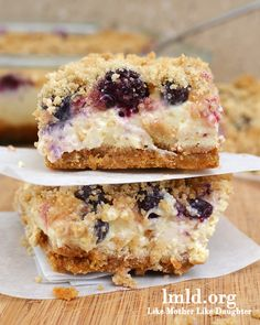 Blueberry and boysenberry lemon cheesecake bars. A perfect summer time dessert #lmldfood