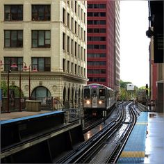 This view always fascinates me, train turning, red color of NCA building and rain just stopped #CTA #Train #EL #Chicago #ChicagoTown #ChicagoLoop #HaroldWashingtonLibrary #Colors #HappySeptember #HappyWeekend #SundayMorning