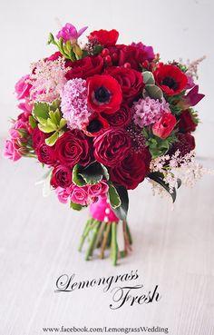 I love these colors! So beautiful. Bridal Flowers, My Flower, Beautiful Flowers, Summer Wedding Bouquets, Floral Wedding, Floral Centerpieces, Floral Arrangements, Floral Bouquets, Flower Decorations