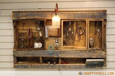 107 Used Pallet Projects and Ideas - Snappy Pixels. Waaayyyy cooler than throwing your jewelry into a box.