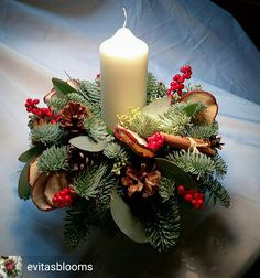 Christmas is coming soon so its time to start making some easy and fun Christmas decorations like these awesome table centerpieces Christmas Flower Arrangements, Christmas Table Centerpieces, Christmas Flowers, Christmas Candles, Simple Christmas, Christmas Wreaths, Christmas Crafts, Christmas Decorations, Holiday Decor