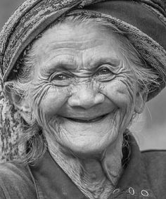 Sweet joy lights up her face' Just Smile, Smile Face, Photo Portrait, Portrait Photography, Beautiful Smile, Beautiful People, Old Faces, People Of Interest, Face Reference
