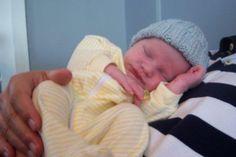 https://theshizknit.wordpress.com/2007/09/18/free-pattern-little-boy-blue-ribbed-baby-hat/