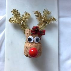 This adorable Reindeer ornament is made from up-cycled wine corks. Hang it on your tree, use as a stocking stuffer, table decoration, wine tag, etc. Contact me with any questions :) Christmas Crafts For Kids, Christmas Projects, Christmas Tree Ornaments, Christmas Diy, Snowman Ornaments, Holiday, Wine Craft, Wine Cork Crafts, Wine Bottle Crafts