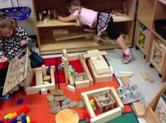 Stages of Block Play ≈ ≈ For more construction play pins: http://pinterest.com/kinderooacademy/construction-play/
