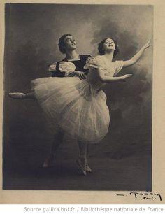 Giselle : [Vaslav Nijinsky et Tamara Karsavina (Acte II)] : [photographie] / [A. Ballet Images, Ballet Photos, Dancer Photography, Vintage Photography, Ballet Class, Ballet Dancers, Ballerine Vintage, Ballet Vintage, Old Fashioned Photos