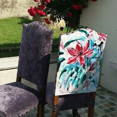 """Un joli décor extérieur pour les chaises de style """"Louis XIII"""" @urwedo #designinspiration #instagood #instalike #instagram #decoration #jardin #jour #textile #surmesure #impression"""