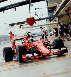 Kimi Raikkonen at 2015 rain soaked US GP practice ...