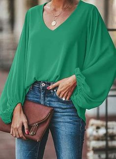 plus size blouse women puff sleeve solid color womens tops and blouses Summer 2019 v neck casual loose top blusas mujer, green / XXXL Blouse Styles, Blouse Designs, Casual Chic, Bluse Outfit, Green Blouse Outfit, Look Fashion, Fashion Outfits, Grandad Shirts, Plus Size Blouses