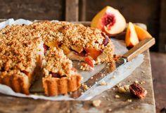 Jos rakastat omena-kaurapaistosta, tästä piirakasta tulee uusi suosikkisi. Banana Bread, Deserts, Muffin, Baking, Breakfast, Tarts, Pastries, Foods, Morning Coffee