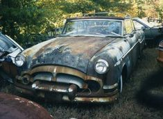 Cars in fields / bars / junkyards Post em Up Danny Zuko, Abandoned Cars, Abandoned Vehicles, Mercedes Convertible, Vintage Cars, Antique Cars, Rat Rod Cars, Rust Never Sleeps, Counting Cars