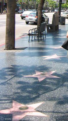 Jokainen saa nimensä Walk Of Fameen vai mitä se käsikirja sanoikaan?