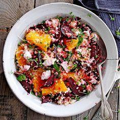 quinoa-bietensalade met sinaasappel.  Ook lekker met zachte geitenkaas ipv ricotta, rucola en gegrilde zonnebloempitten.