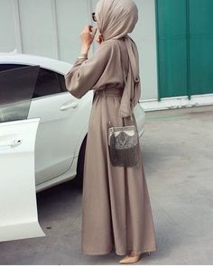 This Elegant muslim outift ideas for eid mubarak 21 image is part from Elegant Muslim Outfits Ideas for Eid Mubarak gallery and article, click read it bellow to see high resolutions quality image and another awesome image ideas. Muslim Women Fashion, Arab Fashion, Islamic Fashion, Modest Fashion, Girl Fashion, Fashion Muslimah, Hijab Outfit, Hijab Dress, Modest Wear