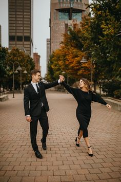 Urban Engagement Photos, Engagement Photo Outfits, Engagement Photo Inspiration, Engagement Pictures, Proposal Pictures, Couple Photography Poses, Engagement Photography, Engagement Session, Photoshoot