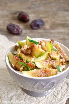 Fig greek yogurt - Try this simple Greek yogurt with figs, walnuts, mint and honey for a healthy and delicious breakfast. #breakfast #yogurt #figs  www.sprinkleofcinnamon.com