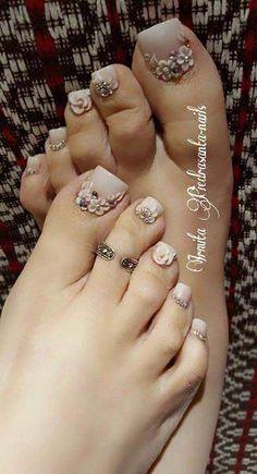 Ideas Pedicure Nail Art Toenails Spring For 2019 Pretty Toe Nails, Cute Toe Nails, Gorgeous Nails, Pedicure Designs, Pedicure Nail Art, Toe Nail Designs, Feet Nails, Bridal Nails, Bling Nails