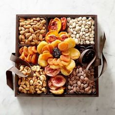 Dried Fruit & Nut Flower Gift Box Gourmet Food Gifts, Gourmet Recipes, Gourmet Foods, Healthy Midnight Snacks, Large Wooden Tray, Wine Gift Baskets, Basket Gift, Fruit Box, Fruit Displays
