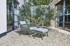 Faros loungestoel met heerlijke loungekussens om in weg te dromen! Leverbaar in de moderne kleur forest groen.