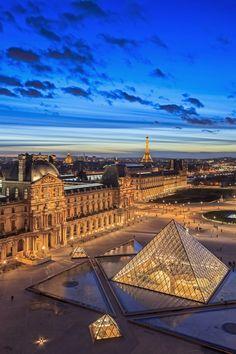 Le Louvre et sa pyramide illuminés, la Tour Eiffel en arrière-plan... Que dire ? 😍 #paris #parisbynight #igersparis #topparisphoto #louvre #museedulouvre #pyramide #pyramidedulouvre #toureiffel #iloveparis #visitparis #visitfrance #france #detoursenfrance #amazingshot #amazingplaces City Aesthetic, Travel Aesthetic, Paris Wallpaper, France Wallpaper, Travel Wallpaper, Beautiful Places To Travel, Paris Travel, Monuments, Dream Vacations