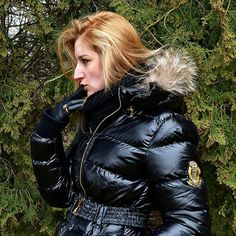 I think it's time I've finally posted something again. Here's an awesome  post to start things off, sexy blonde wearing a shiny black Jolina jacket. #puffyjacket #shiny #jacket #blonde #black