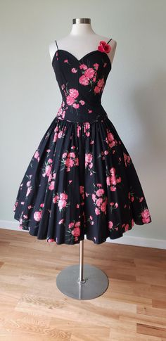 Ultimate Jerry Gilden Cotton Party Dress / New Look Full Sweep / Dress / Summer Dress / Bombshell Dress / Small Vintage Summer Dresses, Vintage Outfits, 1950s Fashion, Vintage Fashion, Clothing Items, Cotton Dresses, I Dress, Black Cotton, Girls Dresses
