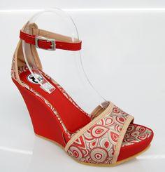 Tu outfit del próximo fin de semana es rojo y no tienes sandalias? Búscalas en www.clickandbrands.com