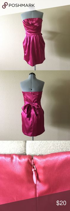 MAGENTA MINI DRESS W/ POCKETS!!! Charlotte Russe strapless mini dress with elastic around the back and a thin silicone rubber strip along the front. ONLY WORN ONCE!!! If you need any more info please let me know☺️ Charlotte Russe Dresses Mini