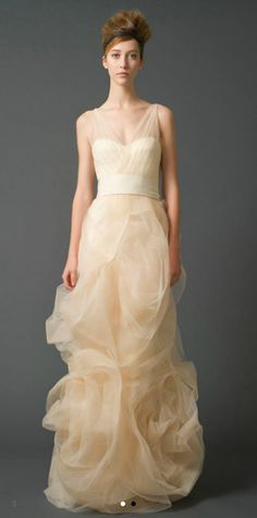 Like the top and waist of this one - I'm seeing a pattern...  Vera Wang - Gabriela Gown, 2011