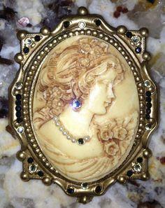 Vintage Hidden Heart Cameo Brooch