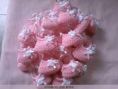 Crochet Gloves Pattern, Crochet Slippers, Baby Knitting Patterns, Crochet Patterns, Crochet Dress Girl, Crochet Dolls, Knit Crochet, Crocheted Jellyfish, Baby Shower Snacks