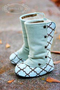 Baby boots from Etsy. Maybe mom could make these @Joanie Fadden
