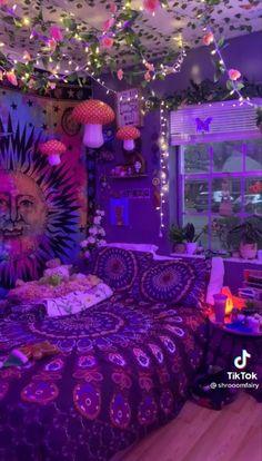 Indie Bedroom, Indie Room Decor, Cute Bedroom Decor, Room Design Bedroom, Room Ideas Bedroom, Square Bedroom Ideas, Hipster Room Decor, Bedroom Inspo, Chill Room