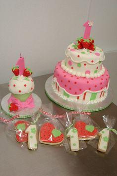 Strawberry+Shortcake++1st+birthday+theme+with+Cake,+Smash+Cupcake+and+cookies