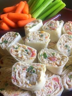 Chicken Taco Pinwheels are the lighter version of a t Mexican tortilla roll-up features light cream cheese, shredded chicken, taco seasoning, and flavorful veggies that are great for snacking on! Tortilla Rolls, Roll Ups Tortilla, Best Party Appetizers, Appetizer Recipes, Dinner Recipes, Appetizer Party, Taco Pinwheels, Chicken Pinwheels, Football Snacks