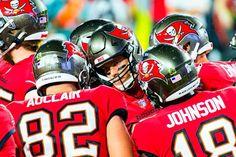 Sports Action Photography, Saints Vs, Tom Brady, Football Helmets, Nfl, Sunday, Night, Domingo, Nfl Football