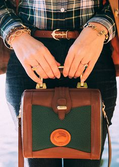 Gorgeous Gordon Plaid & Jeans, with gold accessories and Dooney & Bourke bag ~via Classy Girls Wear Pearls My Bags, Purses And Bags, Tartan, Plaid, Spring Bags, Moda Chic, Classy Girl, Fashion Mode, Preppy Style