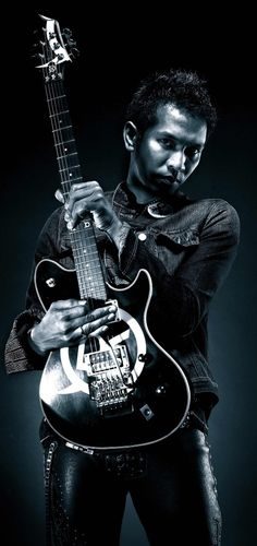 Muhammad Ridwan Hafiedz of Slank... nice guitar, that Marlique Ridho Hafiedz model!